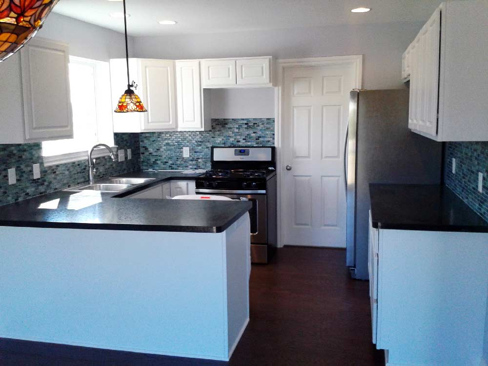 Kitchen-with-Formica-Tops